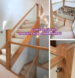 Lan can cầu thang kính tay vịn gỗ Sồi